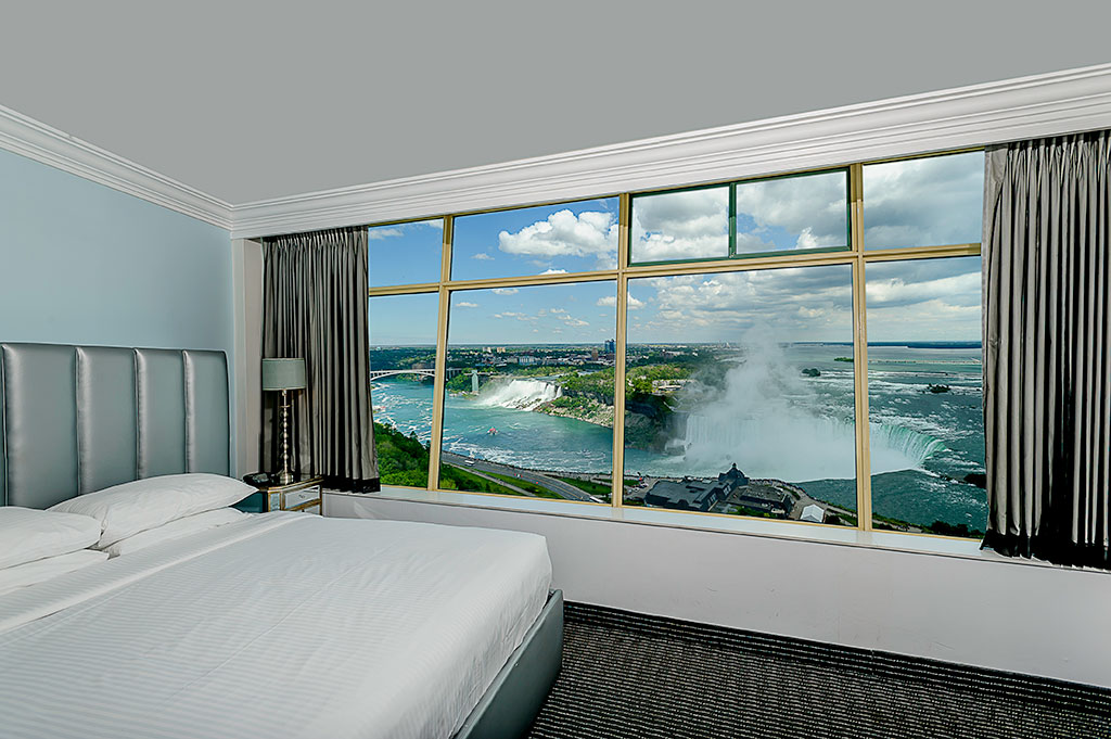 1 King Bed Luxury Fallsview Room